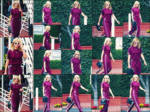• 09 mai 2017 || Notre jeune et belle blonde à été aperçue dans Beverly Hills àLos Angeles. C'est dans une tenue bordeaux et complétement décontracté que Sofia à été vu ce promenant. Encore un flop. •