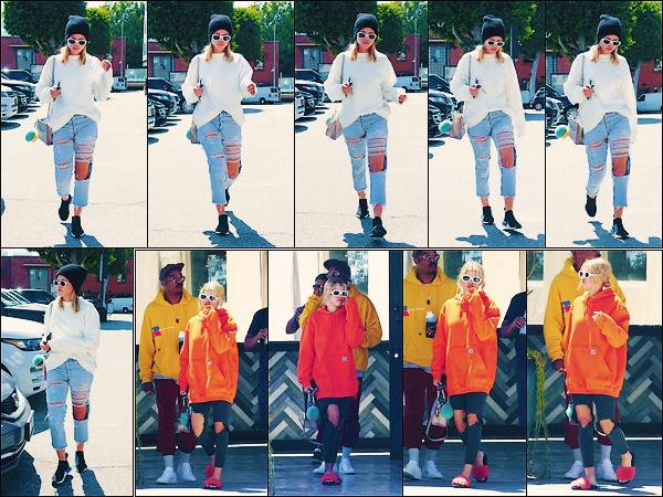 • 13 mai 2017 || La belle à été aperçue faisant du shopping dans Beverly Hills àLos Angeles. Le lendemain c'est ce promenant avec des amis que la blonde à été photographier. Un petit flop pour les tenues ! •