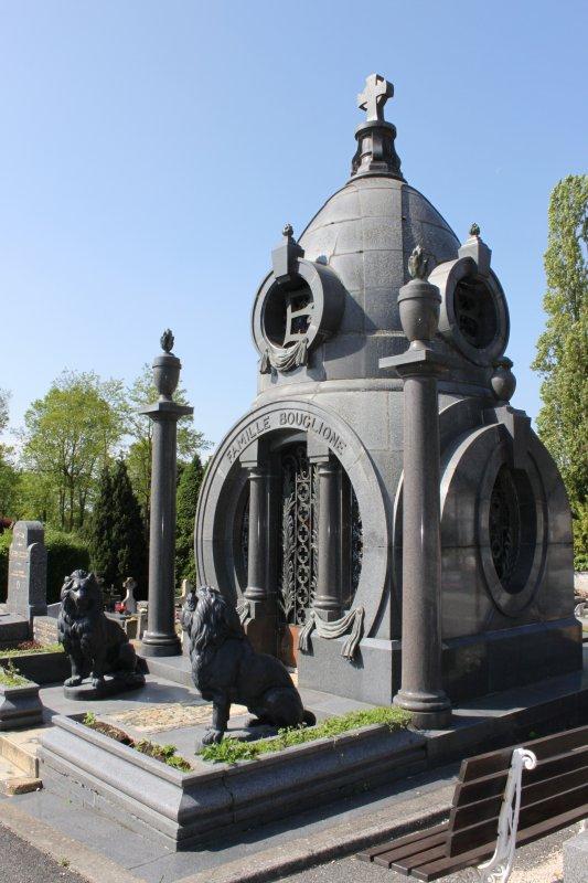 un curieux cimetière