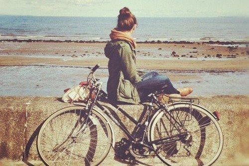 L'amour est une denrée étrange. Trop d'amour étrangle. Pas d'amour détruit.