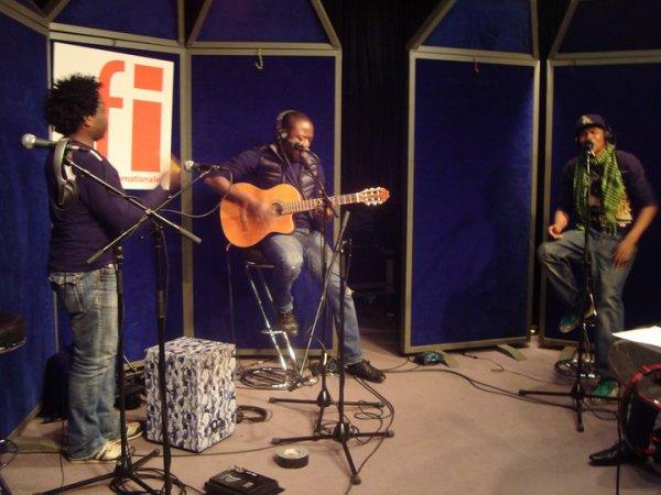 Dibi Dobo en live avec Master Just (Toofan) et JB