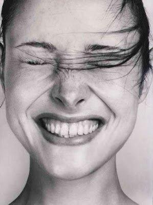 Le sourire entrouvre la porte de l 'âme. - Vladimir Ghika -