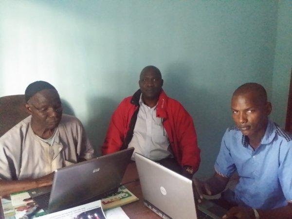 Ala redaction de la radio Diamou avec Moussa yalcouyé talbé DIALLO ET Seydou sissoko de radio khasso france
