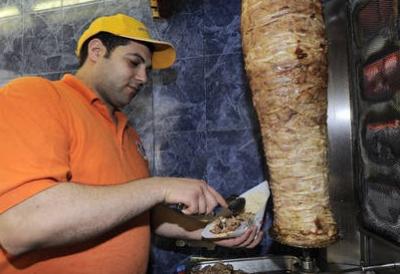lé gens qui mangent des québab dans leur voiturette sans avoir le permi