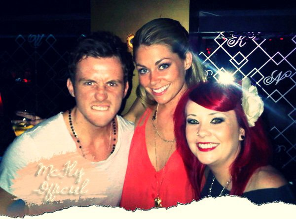 29 Juin 2011 : Nouvelle photo de Danny avec sa soeur Vicky et Georgia