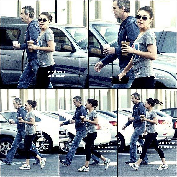 .Candids 18/01/12 : Mila et son entraîneur ont été vu café a la main se rendant a son cour de gym à L.A Top !?  .