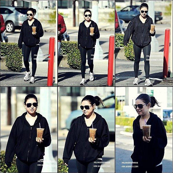 .Candids 24/01/12 : Mila et son entraîneur sont aller prendre un café après leur cour de gym habituel à L.A Top !?  .