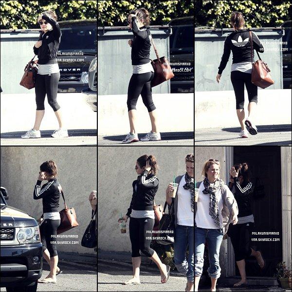 .Candids 18/01/12 : Après l'effort le réconfort Mila et son entraîneur sortant du Coffee Bean café a la main à L.A  .