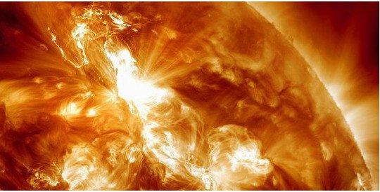 L'éruption solaire qui touche la Terre est-elle dangereuse ?
