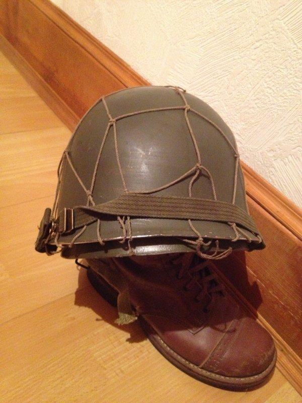 Coque de casque US type US WWII, avec sa jugulaire, Epoque guerre du Vietnam + filet de casque grandes mailles, (d'origine deuxième guerre)
