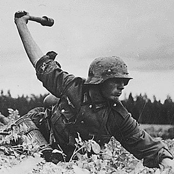 Passionnée du Militaria.