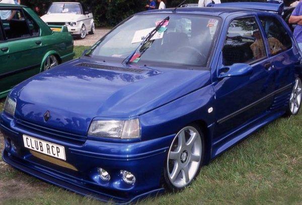 MAGNIFIQUE CLIO !!! , le kit carrosserie esquiss auto c'est celui qui lui va le mieux !!!