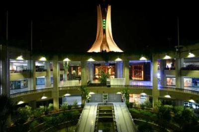 ALGER Monument vue du centre commercial