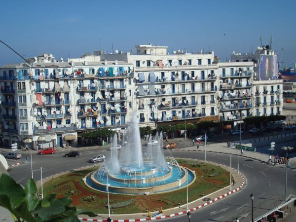 ALGER Place du 1er Mai  الجزائر العاصمة +100 Fans