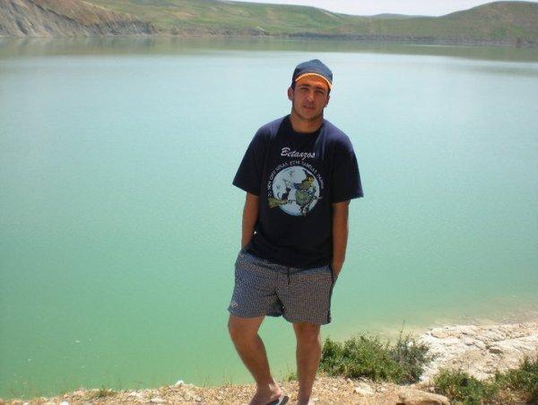 a un lac de ganzra