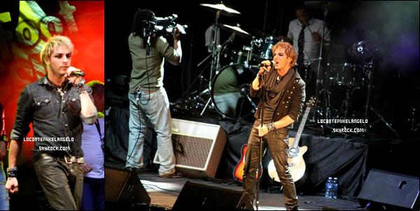 13/10/2012 : Mikelangelo Loconte, accompagné de Merwan Rim et Florent Mothe, participait au foot Concert de Lyon.