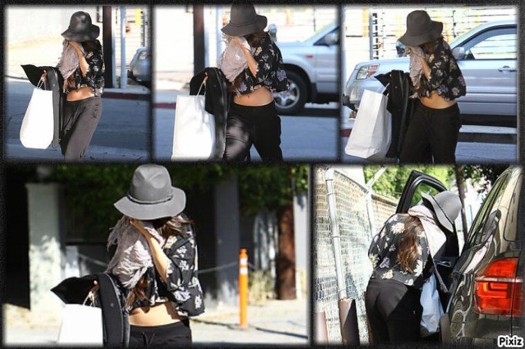 Le 19/12/13 Selena a été aperçu sortant rendez-vous d'affaires    Plus tard le 19/12 La belle a été aperçu se rendant chez un(e) ami(e)   Le 22/12/13 Selena a été vue quittant un salon de beauté