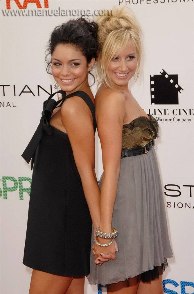 ashley and vanessa <3 (l)