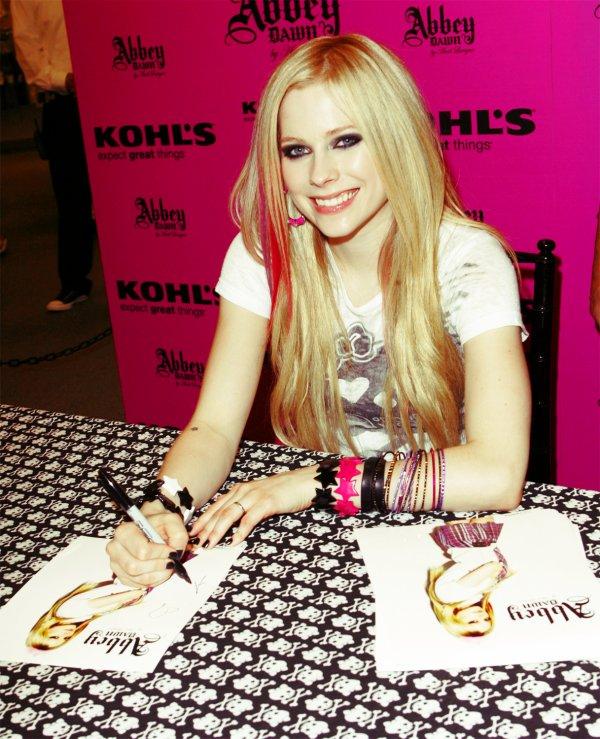 Avril Lavigne Droitière ou Gauchère?Newsletter
