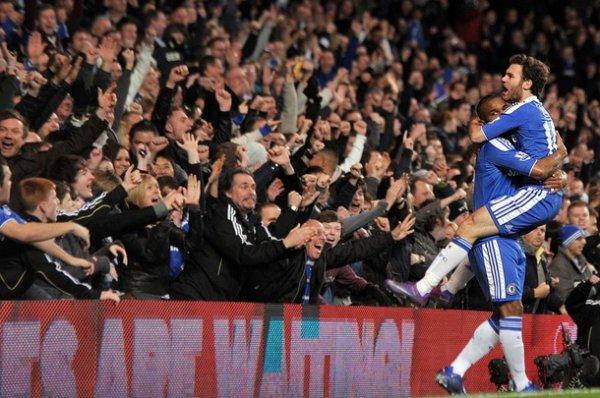 Il y a des équipes dans le monde qui te font rêver, par leur jeu, par la qualité de leurs joueurs, personnellement en Angleterre, moi c'est Chelsea. Blue is a colour, football is a game, we walk together and winning is our aim. ♥