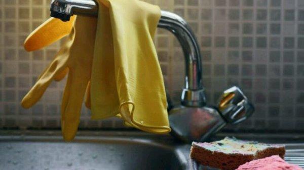 J aime le ménage avec de jolie gants ....
