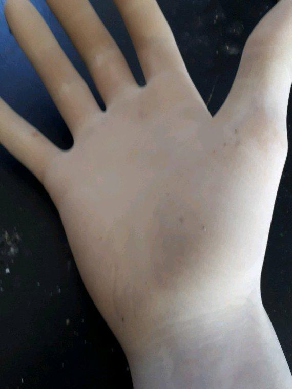 Apree 2h en latex stérile.... J adore voir mes mains comme sa....