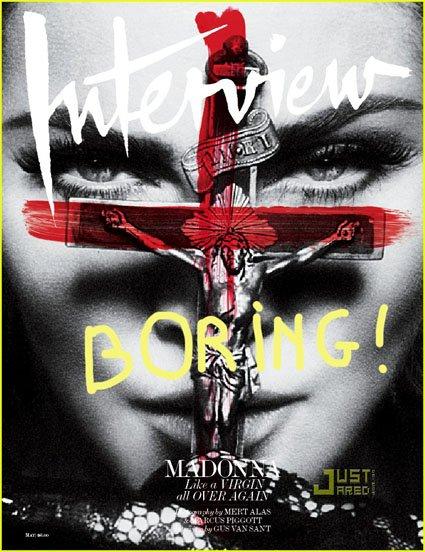 Madonna se moque de Jésus-Christ sur la croix