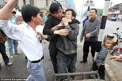 Chine : Des enfants enchainés comme des animaux.