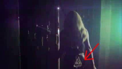 Kesha : Une prêtresse des illuminati (4)