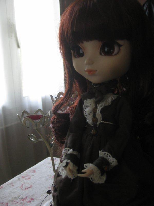 Séance photos : Eliane dans le salon ~
