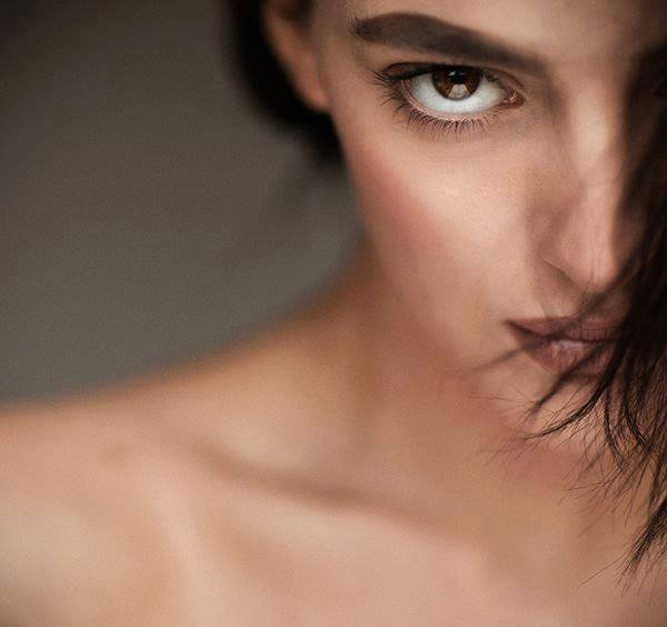 L'honnêteté n'exige pas que l'on dévoile tous nos secrets, mais qu'on soit franc et loyal dans ceux qu'on dévoile... François Gervais