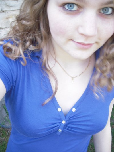; Regarde moi, prends moi par la main, et dis moi que tout ira bien .. ♥