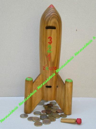 FUSEE Tirelire               /    ABRACADABOIS Jouets et petits mobiliers en bois / Idées cadeaux originales et uniques