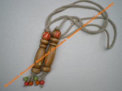 CORDE A SAUTER                                                   /                               ABRACADABOIS Jouets en bois        /    travail artisanal du bois