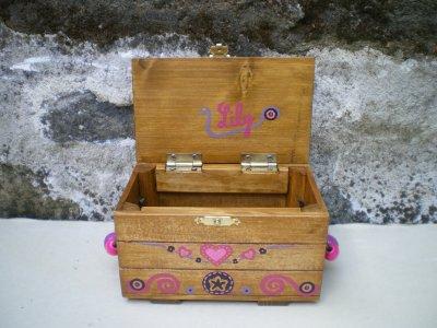 Jouet bois          /                   Coffre à bijoux personnalisé            SUR COMMANDE + 5¤ pour personnalisation / Abracadabois Jouets bois et petits mobiliers enfant