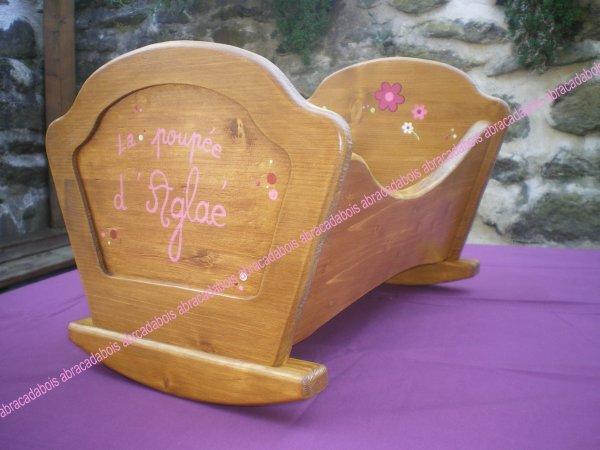 Collection Mado berceau personnalisé                                            SUR COMMANDE         +5 ¤  pour personnalisation    / travail artisanal / Idées  cadeaux originales et uniques  / Berceau poupée en bois