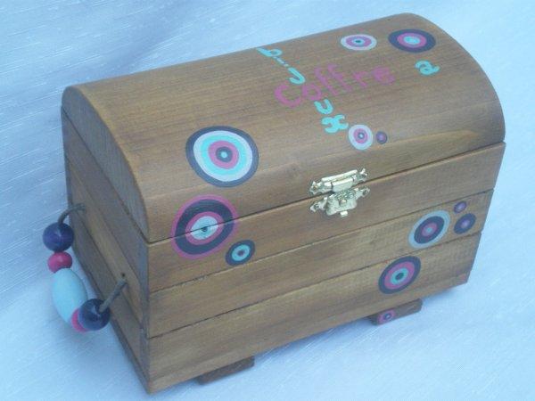 Jouets bois / Coffre à bijoux / Jouets et petits mobiliers bois / abracadabois / travail artisanal du bois