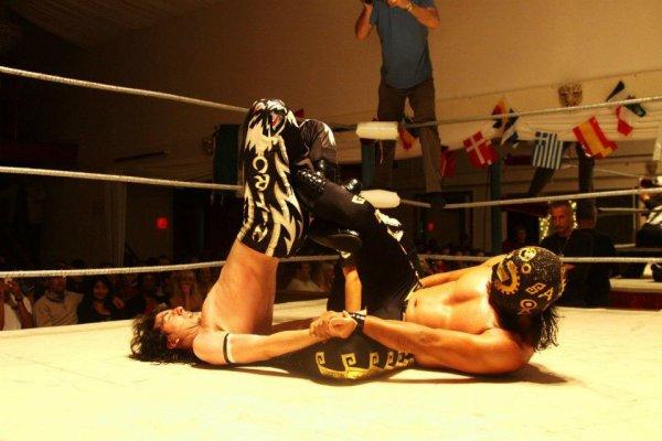 Moi contre sangre azteca de la CMLL pour le titre de l'apc