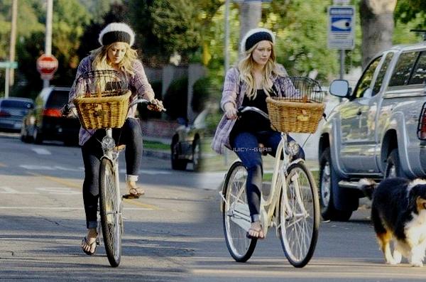 ..11/08/11 Hilou et Mikey sont allés faire du vélo et promener Dubois dans leur quartier de Toluca Lake, LA. Top pour ce que je vois! Dsl les photos sont vraiment de MQ Photos..