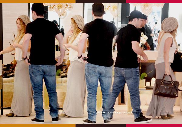 ..13/09/11 Mr & Mrs Comrie ont été aperçu faisant du shopping chez Chanel dans Los Angeles. Rayonnante comme d'habitude ! Photos..