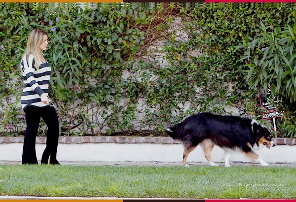 ..20/09/11 Hilou toute souriante se baladant dans Los Angeles. Quel plaisir de la voir comme ça!!Photos..