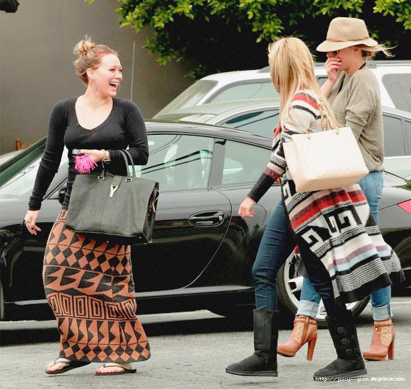 ..25/09/11 Hil absolument rayonnante allant faire du shopping avec Ashley Tisdale et sa grande soeur Haylie. Magnifique et TOP pour les 3 !! Photos..