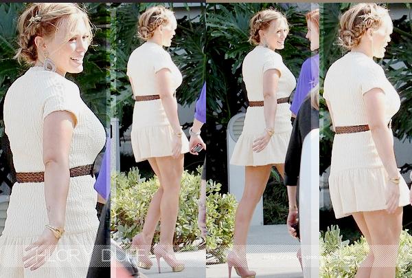 ...___17/10/11.___La galerie photos .__Hilary, arrivant au studios de Chelsea Handler..__OMG elle est MAGNIFIQUE !!.