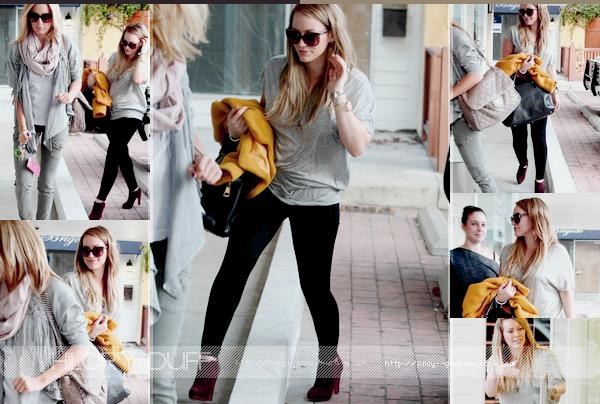 ...___19/10/11.___La galerie photos .__Hil, Haylie et Ashley se rendant au Bellacure dans Studio City..____________TOP! j'adore leur tenues! et j'adore les candids avec Hayls et Ash.
