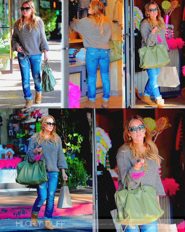 ..._12/11/11.___La galerie photos .__Hil, faisant du shopping pour son bébé dans Los Angeles..____________Belle belle belle!! Coup de ♥ pour ses adorable petite chaussure ^^.