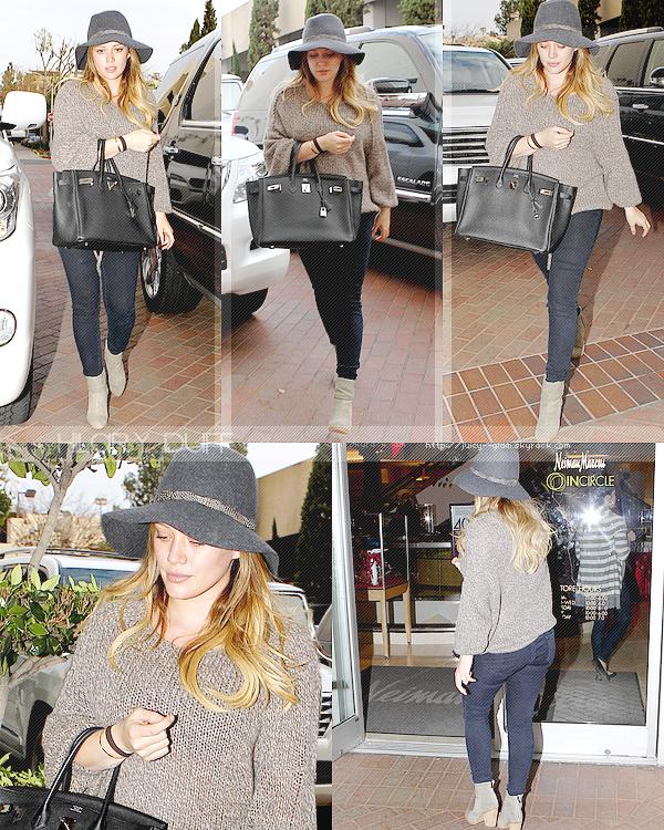 ..__.02/12/11._La G photos ._Hil allant faire du shopping à Neiman Marcus à LA..Top pour la tenue! Elle parait fatigué .