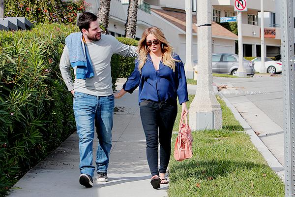 ..__.04/12/11._La G photos ._Hil et son mari Mike allant au Coffee Bean de Beverly Hills.._______Top pour la tenue! par contre Mike fait pas comme Rob et rase toi :D. J'adore les photos ♥o♥  .
