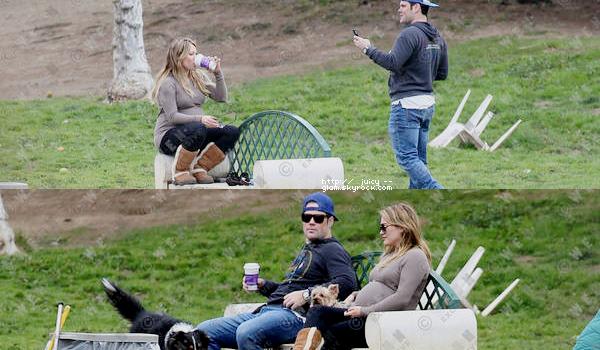 """...12/01/12.___La G photos .__Hil et Mike au Parc pour chiens """"Laurel Canyon Park"""" dans Hollywood avec Jak et Dubois..__Qu'ils sont mignon tout les deux!! ."""