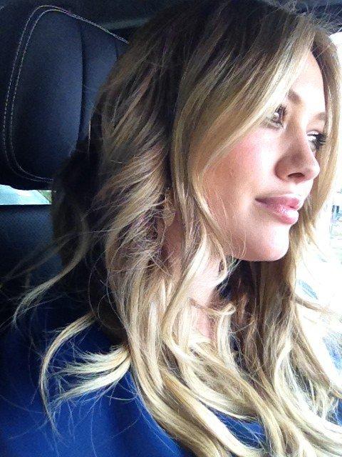 ...____________29/03/12.___La G photos .__Hilary quittant un salon de coiffure..__MON DIEU QU'ELLE EST MAGNIFIQUE!!!  .