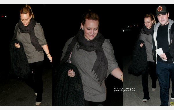 ___l____________________________________________________________________________________________le mercredi 2 mai 2012_Hilary et son mari Mike quittant le concert du groupe Coldplay dans Hollywood, CA  Coldplay quoi *o* TOP j'aime beaucoup simple mais j'aime :D